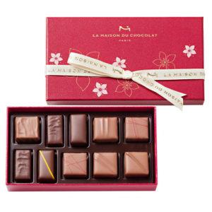 ラ・メゾン・デュ・ショコラの2018年ホワイトデー限定の「フルーリー」はライチとフランボワーズの季節限定のボンボンショコラと定番のチョコレートを詰め合わせです。