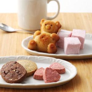 神戸のパティスリー「コムシノワ」の焼き菓子の人気おすすめは、甘酸っぱいいちごのサブレ、木いちご味の春らしいギモーヴ(マシュマロ)、コム・シノワ一番人気のくまの形をしたマドレーヌ「メープルベアー」