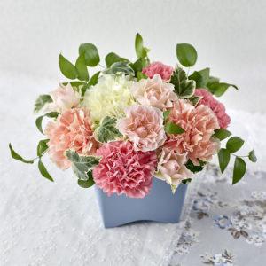可憐で清爽なイメージになるよう優しい色合いのお花をセレクト