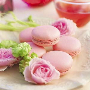 母の日のプレゼントに「日比谷花壇」のバラ「さ姫」を使用したローズマカロンが人気です