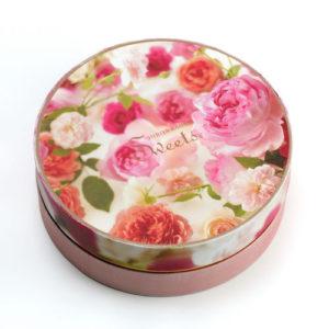 日比谷花壇のバラ「さ姫」を使った、「花咲くローズチーズタルト」はパッケージも可愛い母の日におすすめのスイーツです。