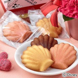 日比谷花壇の母の日限定の「ミッキーとミニーのマドレーヌとお花のアレンジが可愛くて母の日にぴったり
