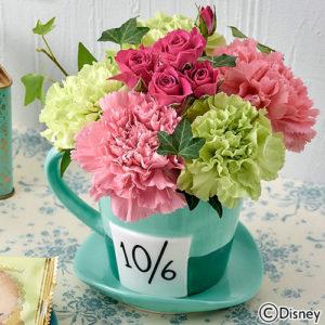 母の日のプレゼントに日比谷花壇のオリジナルギフトセット「ふしぎの国のアリスのティーパーティーとお花のセット」がおすすめです。
