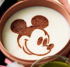 自分で仕上げるベルメゾンのディズニーおせちの「ミッキーマウスのプリン」