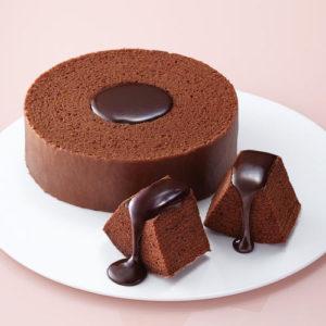 クラブハリエのチョコレートバウムクーヘンはチョコレートのバウムクーヘンにガナッシュがたっぷりかかり美味。バレンタインデーのプレゼントにおすすめです。