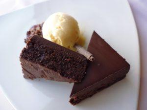 バレンタインデーのプレゼントにチョコレートそのものだとちょっと重く感じるときは、チョコレートを使った焼き菓子がおすすめです。