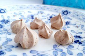 銀の森のクッキープティポワ150、冬、ウィンター缶に入っている メレンゲショコラ