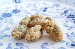 銀の森のクッキープティポワ150、冬、ウィンター缶に入っているクロカンナッツのピスタチオ